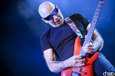 Joe Satriani + Oli Brown en 2013 à Grand Rex (Paris)